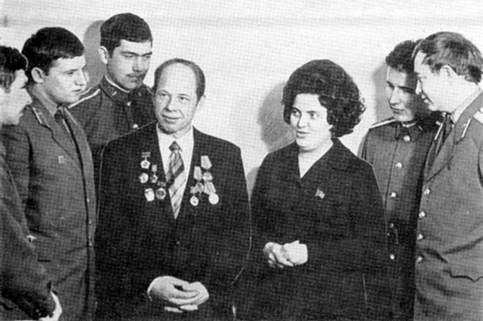 Встреча с делегатами XXV съезда КПСС В. Байковой и А. Дюковым