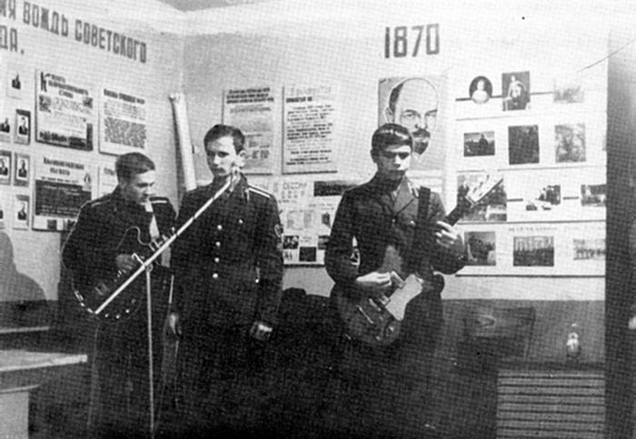 Досуг в Ленинской комнате одной из рот